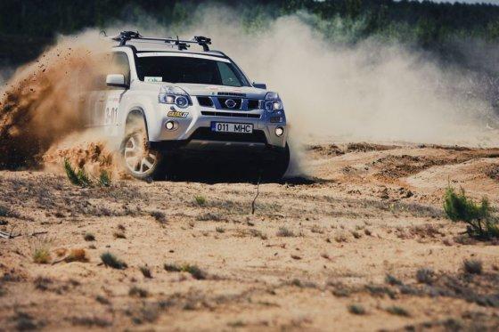 """Algirdo Venskaus/waska.lt nuotr./""""Nissan X-Trail"""" Pabradės poligone"""