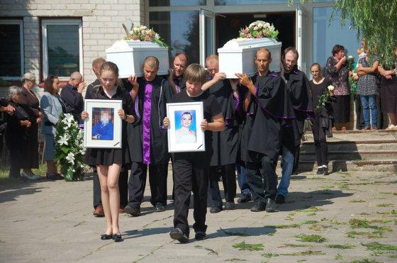Donatos Veliūtės-Kazlauskienės nuotr./Airijoje nužudytos lietuvės Jolantos Lubienės ir jos aštuonerių metų dukros laidotuvės