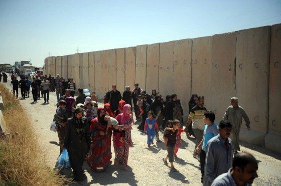 """""""Scanpix""""/""""ANADOLU AJANSI"""" nuotr/Baimindamiesie sunitų islamistų Irake žmonės bėga iš savo namų"""