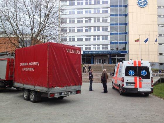 Irmanto Gelūno/15min.lt nuotr./Dėl cheminio pavojaus evakuoti VGTU pagrindiniai rūmai