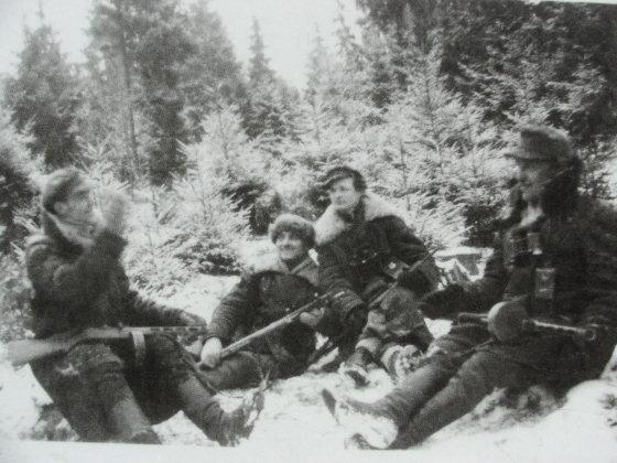 """Laimutės P. nuotr./A rinktinės """"skrajojančio"""" būrio partizanai. Trečias iš kairės - Bernardas Arbočius - Liepsniukas."""