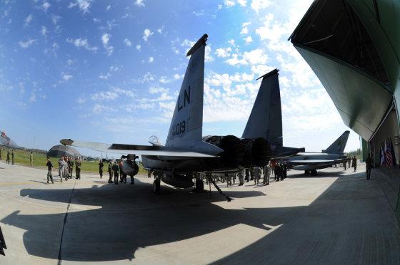 Alfredo Pliadžio nuotr./NATO oro policijos misijos Baltijos šalyse kontingentų pasikeitimo ceremonija