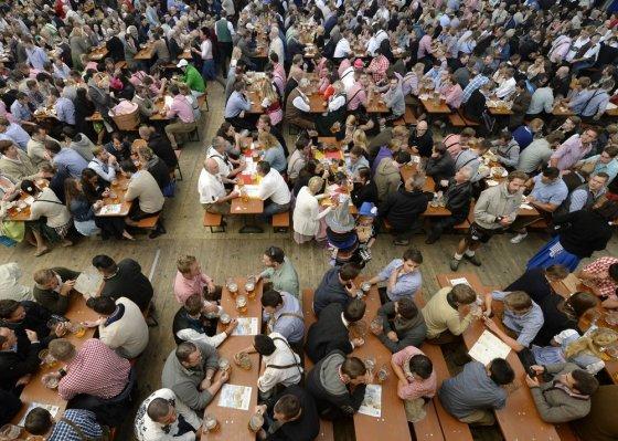 "AFP/""Scanpix"" nuotr./""Oktoberfest"" alaus šventė"