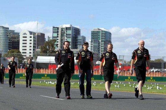 """Scanpix""/""LaPresse"" nuotr./Pastoras Maldonado su ""Lotus"" komandos draugais"