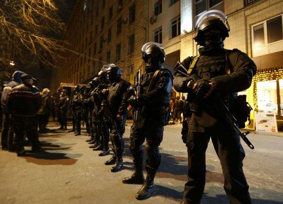 """Reuters""/""Scanpix"" nuotr./Policininkai Kijeve"