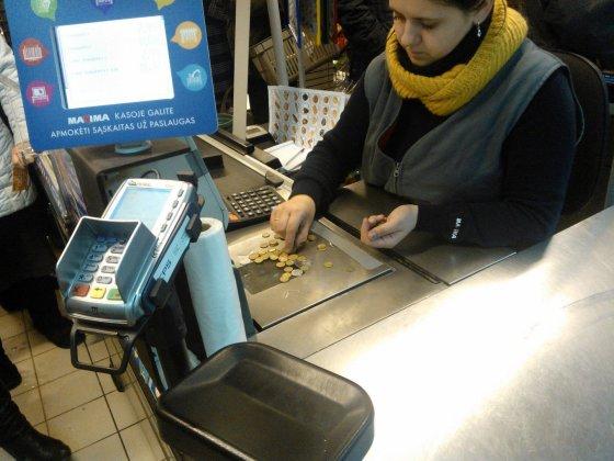 Vilmos Danauskienės nuotr/Prekybos centre nekilo problemų atsiskaitant lito centais.