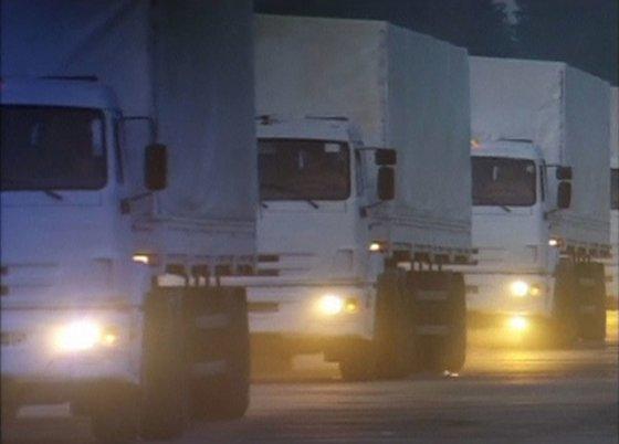 """""""Reuters""""/""""Scanpix"""" nuotr./Rusijos humanitarinės pagalbos sunkvežimių kolona."""