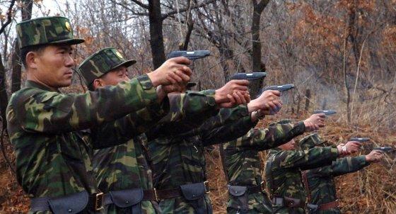 """""""Reuters""""/""""Scanpix"""" nuotr./Šiaurės Korėjos kariai"""