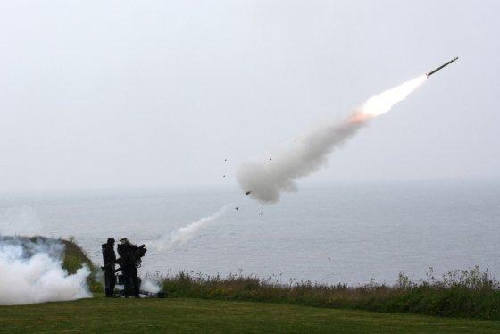 KAM archyvo ir  Lenkijos gynybos ministerijos nuotr./STINGER sistemos koviniai šaudymai Danijoje