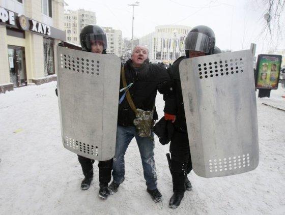 Ukrainos milicijos ir protestuotojų susirėmimas Kijeve