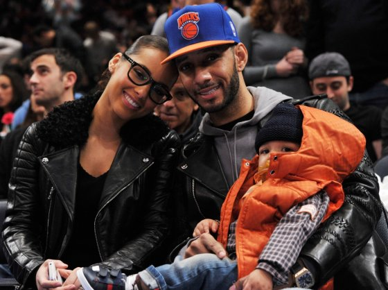 """AFP/""""Scanpix"""" nuotr./Alicia Keys ir Swizz Beatz su sūnumi Egyptu"""