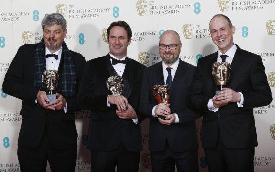 """""""Reuters""""/""""Scanpix"""" nuotr./Už geriausius specialiuosius efektus filme """"Tarp žvaigždžių"""" apdovanoti Ianas Hunteris, Scottas Fisheris, Adrew Lockley ir Paulas Franklinas"""