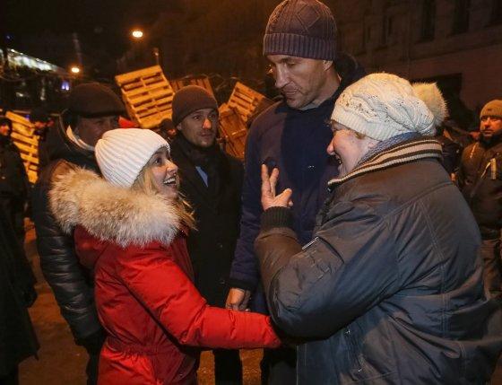 """Reuters""/""Scanpix"" nuotr./Hayden Panettiere ir Vladimiras Klyčko Ukrainoje"