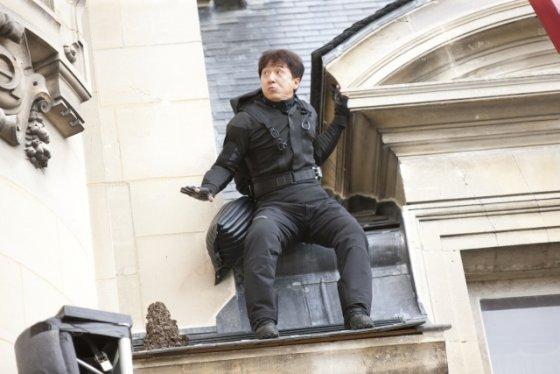 """Garsų pasaulio įrašų nuotr./Jackie Chanas filme """"Operacija: Zodiakas"""""""