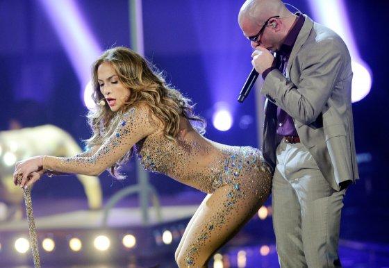 """Reuters""/""Scanpix"" nuotr./Jennifer Lopez ir Pitbullis 2011-aisiais"