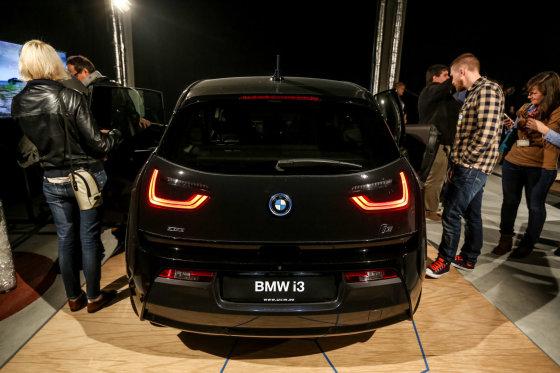 Juliaus Kalinsko/15min.lt nuotr./BMW i3 elektromobilis pristatytas lietuviams