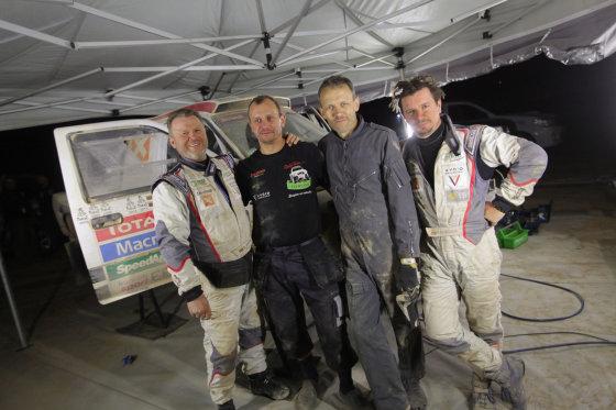 """Tomo Tumalovičiaus nuotr./""""Žalvaris-Dakar"""" komanda"""