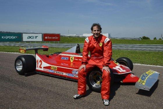 """""""Scanpix"""" nuotr./Jacquesas Villeneuve'as vairuoja savo tėvo, žuvusio prieš 30 metų, bolidą"""