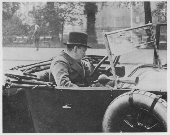 "Richardlangworth.com nuotr./Winstonas Churchillis prie ""Wolserey"" vairo"