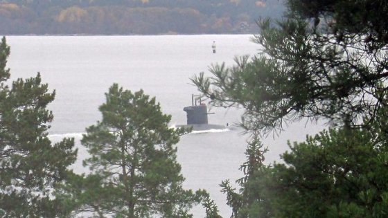 """Nuotr . iš """"VÄSTERAS""""/Neatpažintas povandeninis laivas prie Švedijos krantų"""