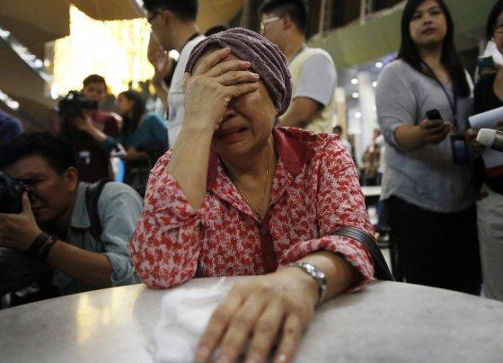 """Scanpix/Reuters, AFP nuotr./Pasaulis gedi Malaizijos lainerio """"Boeing 777"""" aukų"""