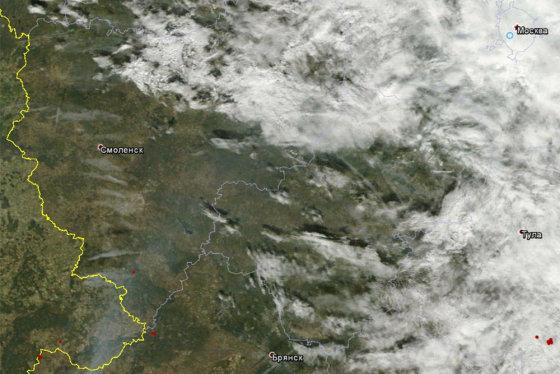 gazeta.ru nuotr./Ši iš kosmoso daryta nuotrauka įrodo, kad dūmai Maskvą pasiekė iš Briansko srities