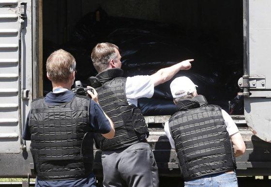 """""""Reuters""""/""""Scanpix"""" nuotr./Žuvusiųjų kūnai laikomi šaldymo vagonuose Toreze"""