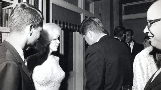 wikimedia.org nuotr./Johnas F. Kennedy ir Marilyn Monroe, 1962 m.