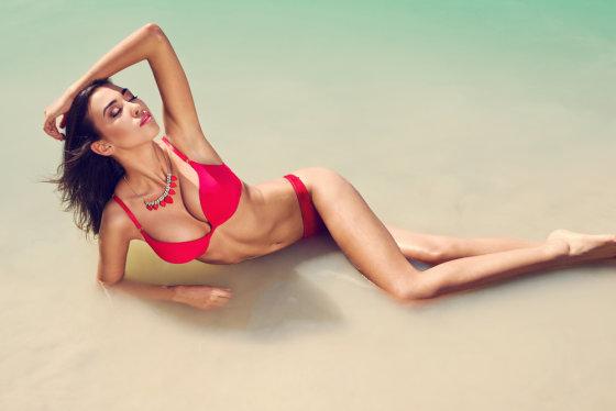 """Shutterstock"" nuotr./Mergina paplūdimyje"