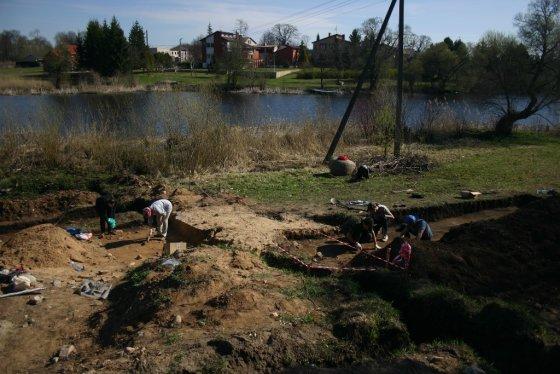 Karolio Duderio nuotr. /Detaliųjų tyrimų metu prie Apaščios upės ir Širvėnos ežero santakos iškasinėtas 80 kv. m. plotas.