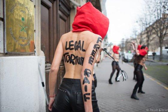 """femen.org nuotr./""""Femen"""" aktyvisčių akcija Paryžiuje"""