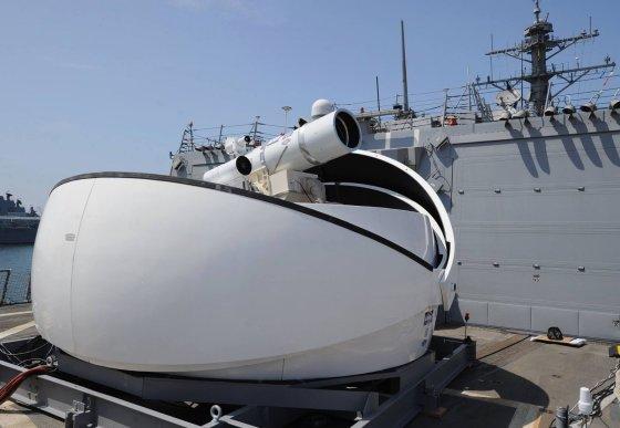 """U.S. Navy nuotr./Lazerinis ginklas jau sukonstruotas desantiniame laive """"USS Ponce""""."""