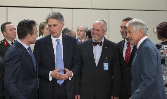 NATO nuotr./NATO Generalinis Sekretorius Andersas Foghas Rasmussenas, JK gynybos ministras Philipas Hammondas, Lietuvos krašto apsaugos ministras Juozas Olekas, Gruzijos gynybos ministras Irakli Alasania ir JAV gynybos sekretorius Chuckas Hagelis
