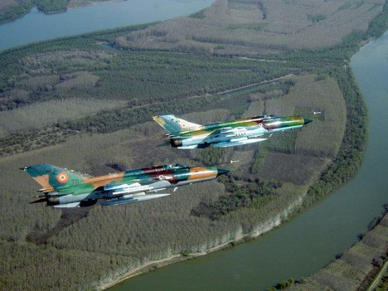 """Rumunijos karinių oro pajėgų nuotr./Rumunijos karinių oro pajėgų """"Mig-21 Lancer"""""""