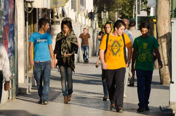 Martyno Mažeikos nuotr./Gatvėje Irane taip kaip ir pas mus