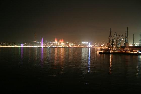 Go Bananas komandos nuotr./Naktinė Baku panorama