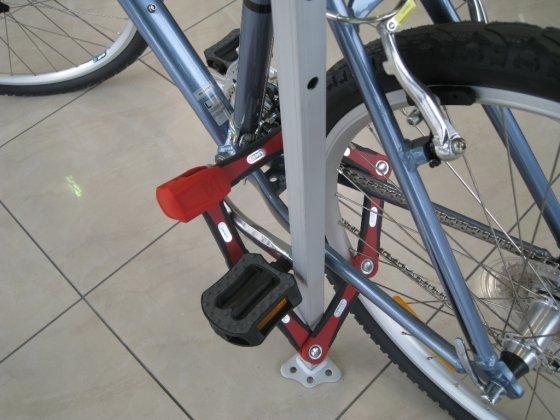 Eurocash1 nuotr./Spyna turi būti uždėta apimant svarbiausias dviračio detales ir taip, kad vagiui būtų nepatogu prieiti