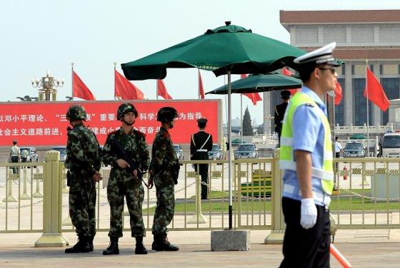 """AFP/""""Scanpix"""" nuotr./Tiananmenio aikštėje sustiprinta apsauga, Kinijoje uždraustas bet koks viešas žudynių 25-mečio minėjimas"""