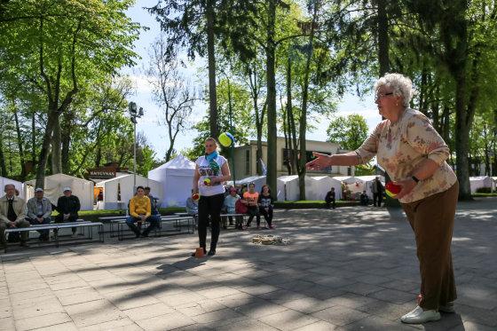 Artūro Morozovo nuotr./Vasaros sostine save tituluojanti Palanga džiaugiasi geru oru ir poilsiautojų gausa