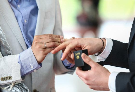 Luko Balandžio/Žmonės.lt nuotr./Homoseksualų vestuvių akimirka