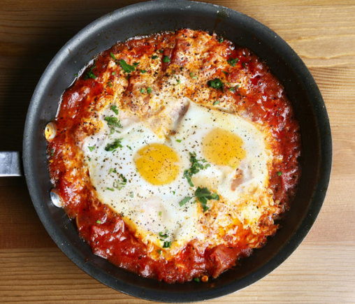 Shakshuka – pomidorų padaže kepti kiaušiniai