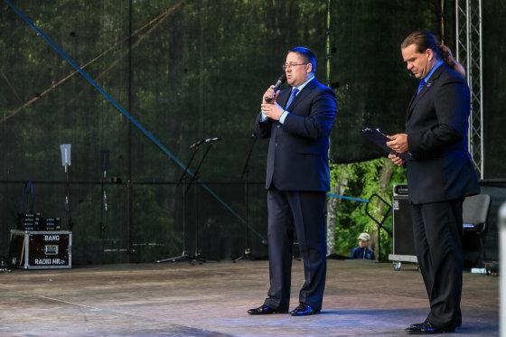 Artūro Morozovo nuotr./Palangos meras Šarūnas Vaitkus ir Kultūros centro direktoriaus pavaduotojas Nerijus Stasiulis