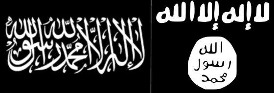 """""""Wikipedia"""" iliustr./Įkaitų laikoma vėliava su šahada (kairėje) ir """"Islamo valstybės"""" vėliava"""