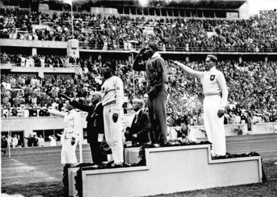 Vokietijos federalinio archyvo nuotr./Jesse Owensas
