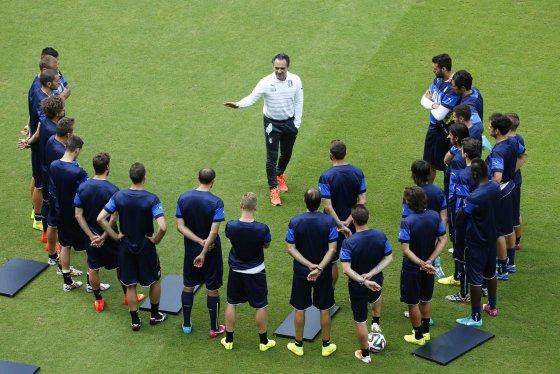 """""""Reuters""""/""""Scanpix"""" nuotr./Italijos futbolininkai treniruotėje"""