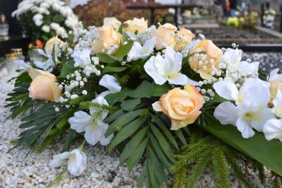 Eglės Balčiūnienės nuotr. /Natūraliai atrodanti dirbtinių gėlių puokštė