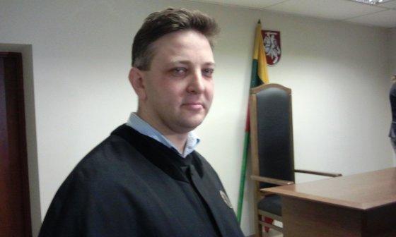 Aistei Pilvelytei teisme atstovaujantis advokatas Ričardas Suslavičius