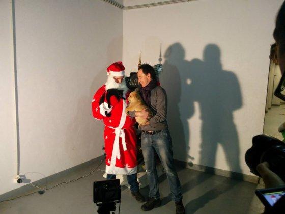 Kalėdų senelis iš Vilniaus, Mino ir beglobiukai