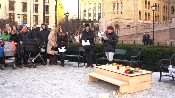 """Laidos """"Emigrantai"""" stop kadras/Protestas Norvegijoje"""