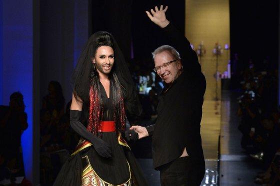"""""""Reuters""""/""""Scanpix"""" nuotr./Conchita Wurst su Jeanu Paulu Gaultier"""